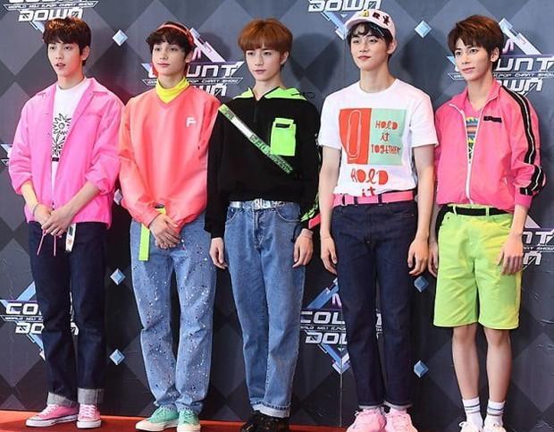TXT lần đầu quảng bá ở show âm nhạc: Được BTS cổ vũ tinh thần nhưng lại bị công ty dìm hàng - Ảnh 5.