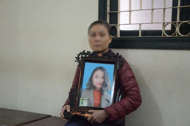 Nỗi đau và giọt nước mắt của 2 người mẹ trong phiên xét xử ca sĩ Châu Việt Cường nhét tỏi vào miệng khiến cô gái trẻ tử vong - Ảnh 2.