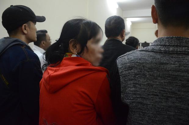 Nỗi đau và giọt nước mắt của 2 người mẹ trong phiên xét xử ca sĩ Châu Việt Cường nhét tỏi vào miệng khiến cô gái trẻ tử vong - Ảnh 5.