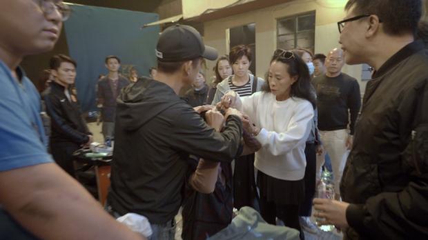 Châu Nhuận Phát gặp tai nạn chảy máu đầu tung toé giữa phim trường, nhưng điều mà netizen Trung phản ứng mới bất ngờ - Ảnh 5.
