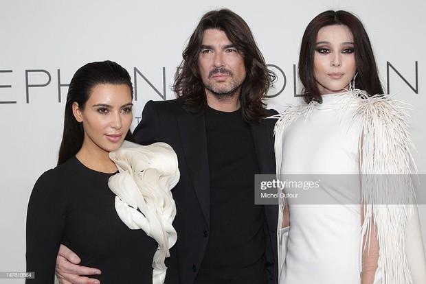 Mỹ nhân Cbiz – Hollywood trong 1 khung hình khi dự show thời trang: Phong cách khác biệt nhưng thần thái ai nhỉnh hơn? - Ảnh 2.