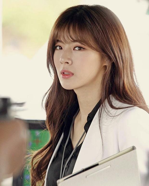 Bạn gái Lee Kwang Soo vào vai bà tám, tọc mạch nam thần 6 múi một thời Song Seung Hun trong phim mới - Ảnh 3.