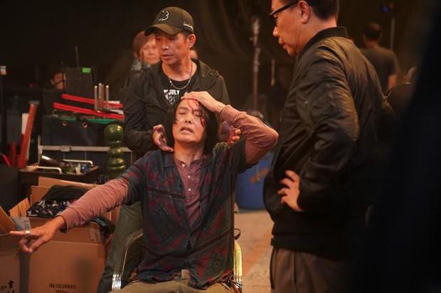 Châu Nhuận Phát gặp tai nạn chảy máu đầu tung toé giữa phim trường, nhưng điều mà netizen Trung phản ứng mới bất ngờ - Ảnh 3.