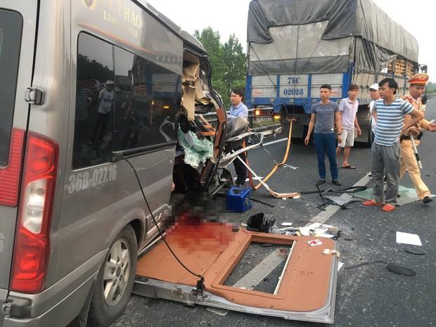 Tai nạn trên cao tốc Pháp Vân - Cầu Giẽ khiến 2 người chết: Xe Limousine chở khách chui - Ảnh 1.