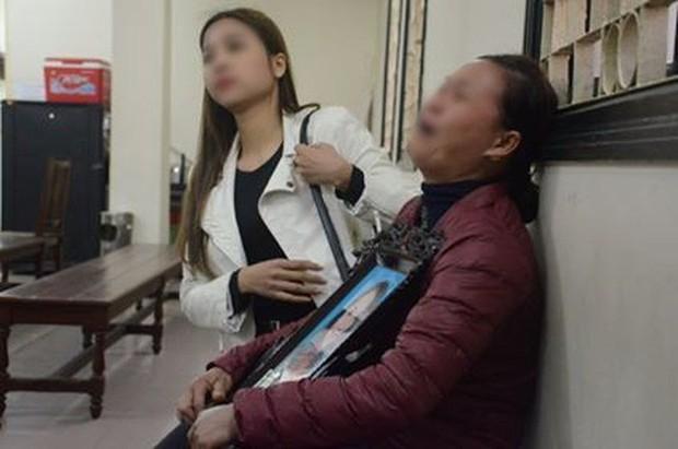 Xét xử vụ ca sĩ Châu Việt Cường nhét tỏi khiến cô gái tử vong: Bị cáo chỉ biết tỏi có thể trừ tà ma, càng ăn nhiều càng tốt... - Ảnh 1.