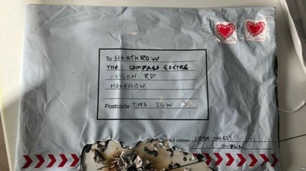 Cảnh sát Anh điều tra bưu kiện chứa thiết bị nổ gửi đến trường đại học - Ảnh 1.