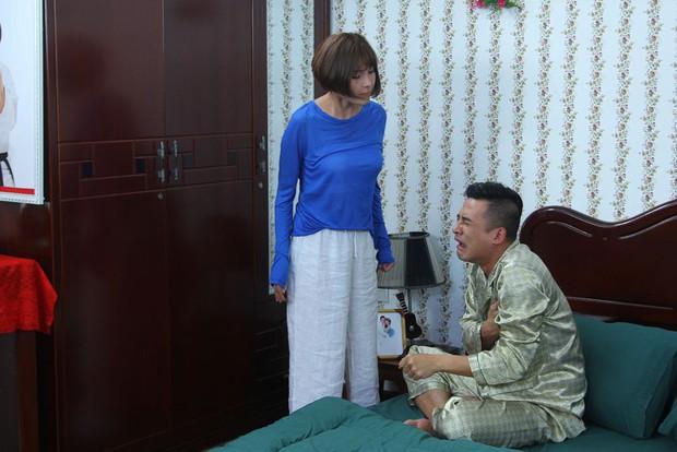Diễn đơ hơn cả Shin Se Kyung, Thuý Diễm còn cầm ngược điện thoại cực ngộ nghĩnh trong Gia Đình Là Số Một phần 2 - Ảnh 9.