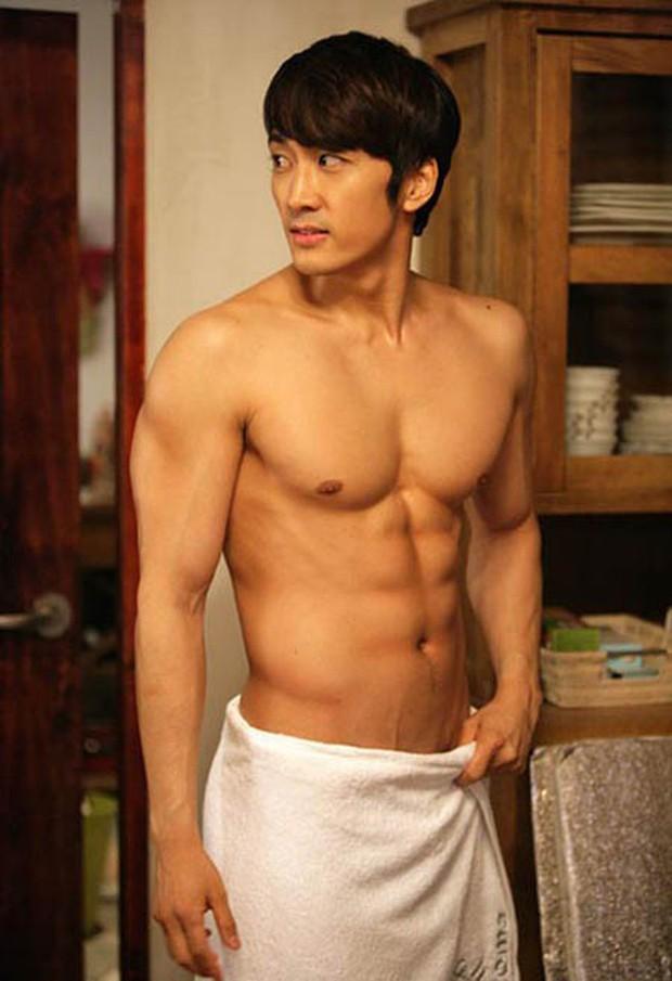 Bạn gái Lee Kwang Soo vào vai bà tám, tọc mạch nam thần 6 múi một thời Song Seung Hun trong phim mới - Ảnh 1.