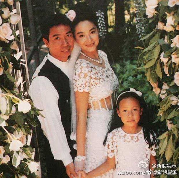 Dân tình ngã ngửa khi Đông Phương Bất Bại phủ nhận ly hôn, lấy 6000 tỷ tiền tài sản của đại gia sau nửa năm ầm ĩ - Ảnh 1.