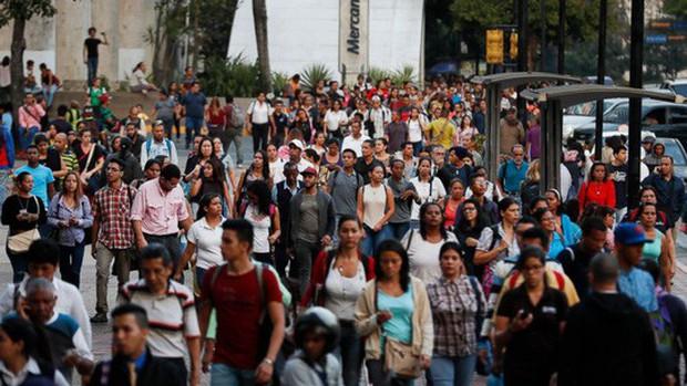 Venezuela hỗn loạn vì mất điện khắp nơi - Ảnh 1.
