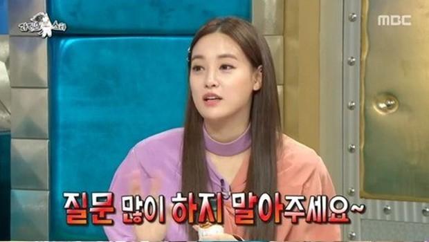 Bạn gái G-Dragon bị chỉ trích vì hành động thô lỗ khi tham gia show thực tế - Ảnh 1.