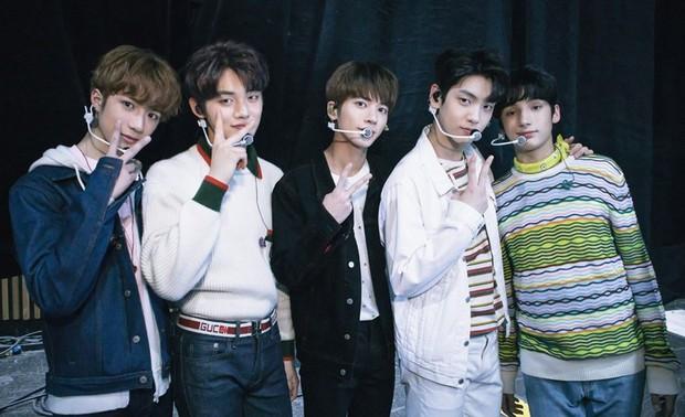 Cùng đem màn debut của TXT và BTS lên bàn cân: Được hậu thuẫn vững chắc nhưng nhóm nhạc đàn em vẫn lép vế ở điểm này - Ảnh 10.