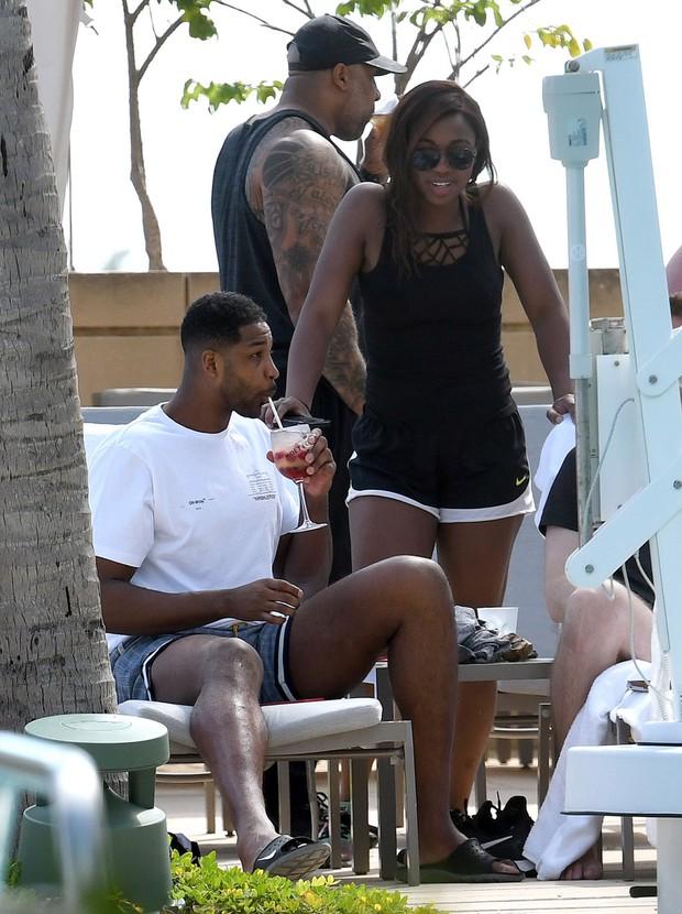 Kẻ ngoại tình và tiểu tam bá đạo nhất Hollywood: Khoe tóc mới, vui thật là vui sau scandal cắm sừng nhà Kardashian - Ảnh 6.
