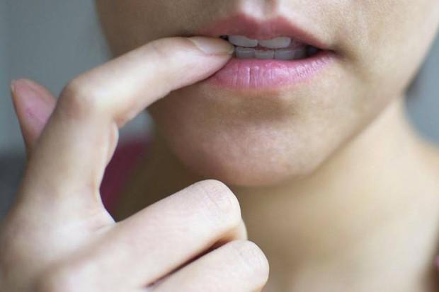 Nghĩ kỹ trước khi đưa 6 thứ này vào miệng kẻo làm hỏng luôn hàm răng khỏe đẹp - Ảnh 3.