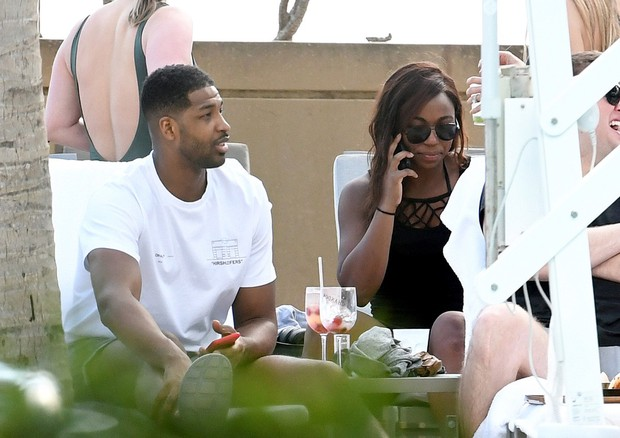 Kẻ ngoại tình và tiểu tam bá đạo nhất Hollywood: Khoe tóc mới, vui thật là vui sau scandal cắm sừng nhà Kardashian - Ảnh 9.