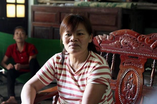 Giọt nước mắt hạnh phúc của người phụ nữ trở về sau 23 năm bị bán sang Trung Quốc - Ảnh 3.
