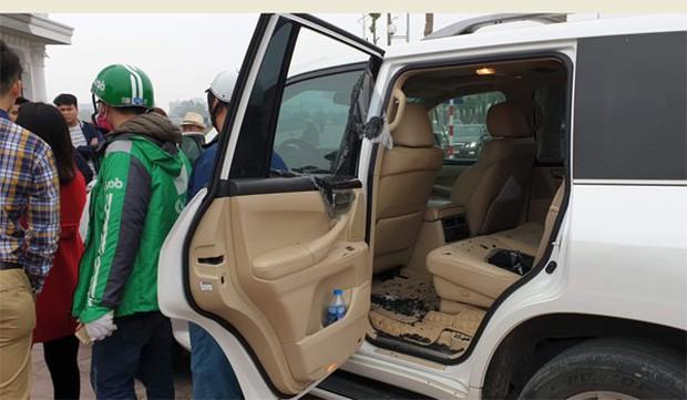 Thanh niên 8X giả lái xe Grab đập kính Lexus trộm đồ hàng trăm triệu - Ảnh 1.