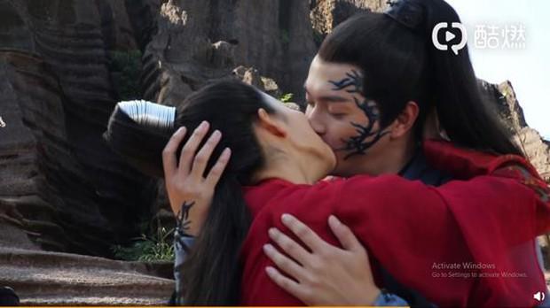 """Chịu nổi không, được hôn mỹ nhân Chiêu Dao nhưng Hứa Khải lại tố """"bị hôn đến tróc da, môi như ăn phải ớt""""! - Ảnh 6."""
