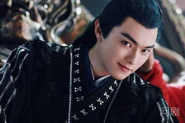 """Chịu nổi không, được hôn mỹ nhân Chiêu Dao nhưng Hứa Khải lại tố """"bị hôn đến tróc da, môi như ăn phải ớt""""! - Ảnh 12."""