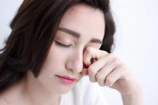 Nữ giới hay thức khuya nhiều có nguy cơ mắc bệnh sỏi mắt cao hơn hẳn - Ảnh 2.