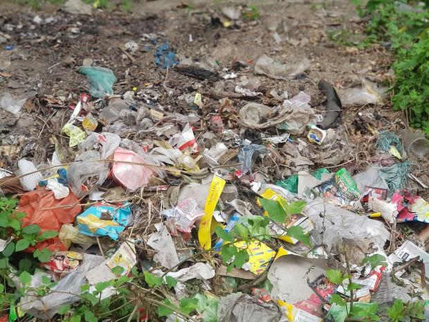 Thử thách dọn rác phiên bản lôi kéo đông vui nhất: 100 người nhặt cả tấn rác ở bãi sông Hồng, xử lý 90% rác khổng lồ ở Sơn Trà - Ảnh 3.