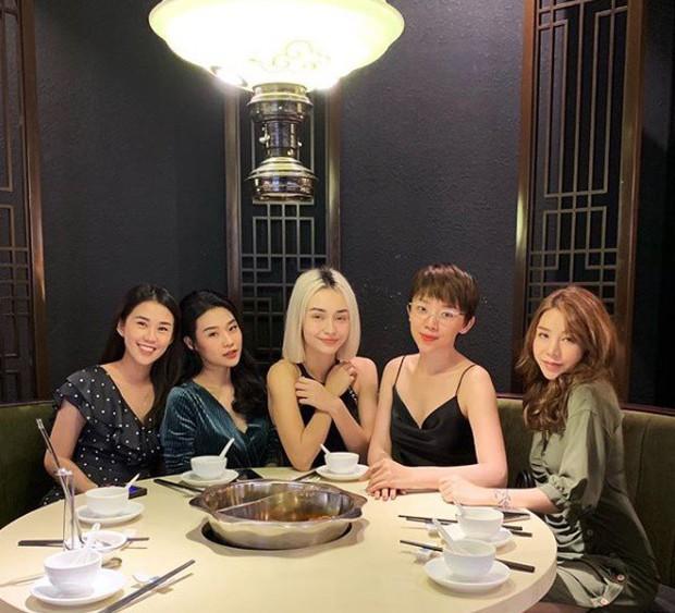 """Sau tin đồn đính hôn, Tóc Tiên và Touliver bất ngờ """"du hí"""" Hàn Quốc cùng vợ chồng hotgirl Hạt Mít - Ảnh 4."""