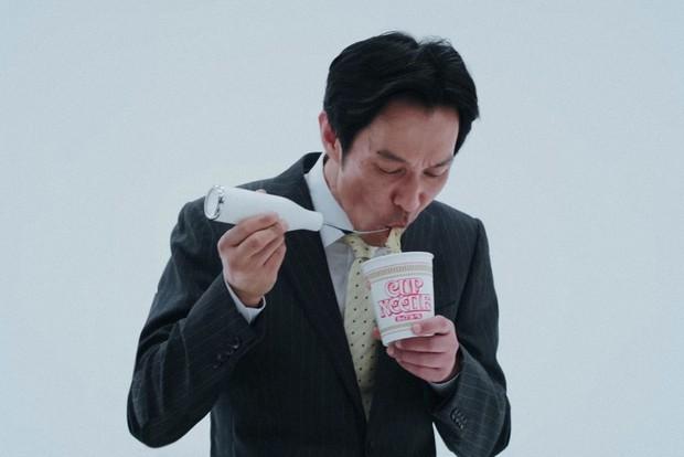 Tai nghe hình hộp mỳ ăn liền dành riêng cho dân chơi gây sốt ở Nhật - Ảnh 1.