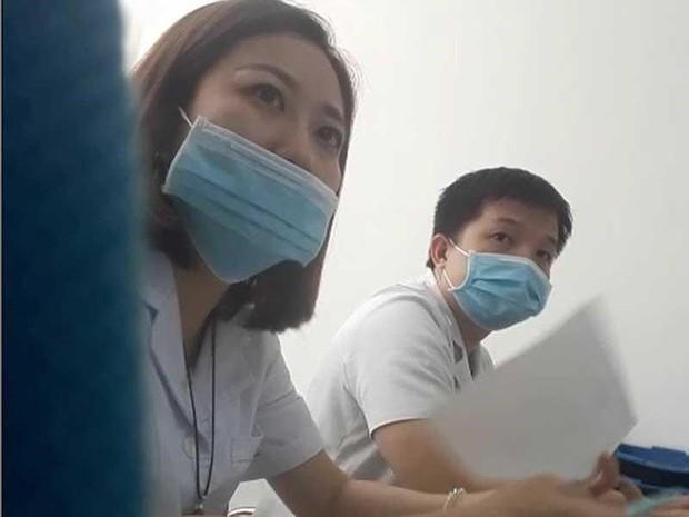 Phòng khám Trung Quốc: Cho phiên dịch khám bệnh, moi tiền - Ảnh 2.
