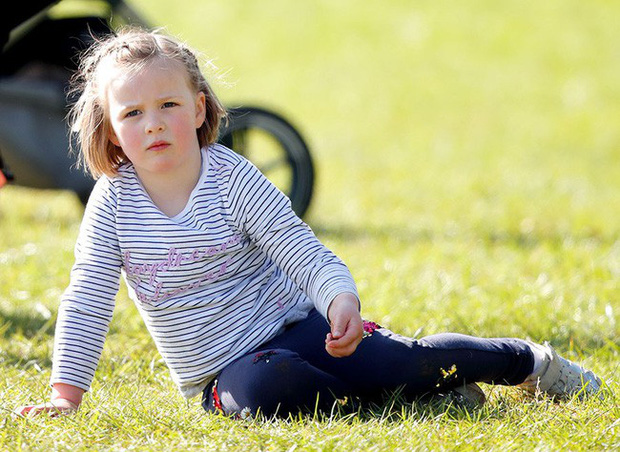 Ngược dòng thời gian để ngắm nhìn vẻ xinh xắn đáng yêu của các tiểu công chúa, tiểu hoàng tử Hoàng gia Anh ở tuổi lên 5 - Ảnh 1.