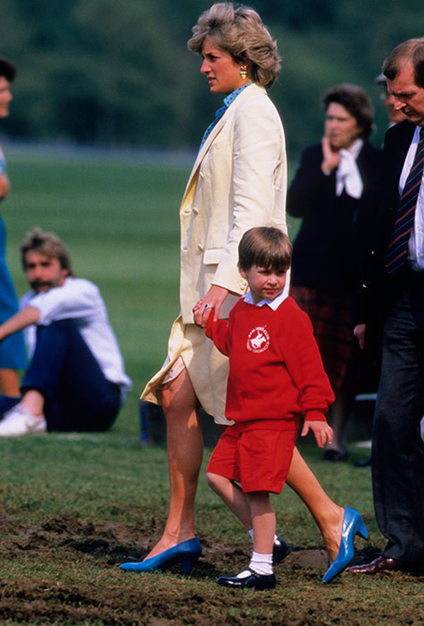 Ngược dòng thời gian để ngắm nhìn vẻ xinh xắn đáng yêu của các tiểu công chúa, tiểu hoàng tử Hoàng gia Anh ở tuổi lên 5 - Ảnh 15.