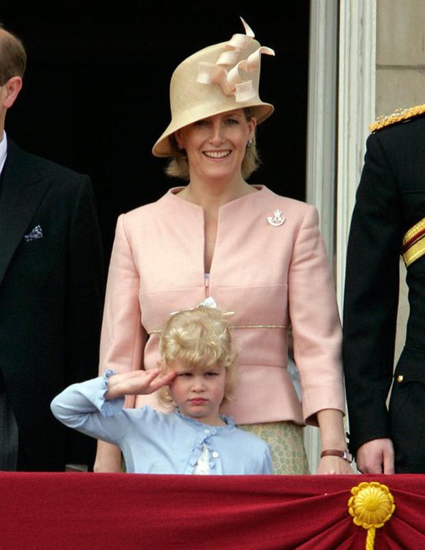 Ngược dòng thời gian để ngắm nhìn vẻ xinh xắn đáng yêu của các tiểu công chúa, tiểu hoàng tử Hoàng gia Anh ở tuổi lên 5 - Ảnh 18.