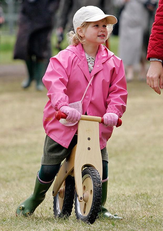 Ngược dòng thời gian để ngắm nhìn vẻ xinh xắn đáng yêu của các tiểu công chúa, tiểu hoàng tử Hoàng gia Anh ở tuổi lên 5 - Ảnh 19.