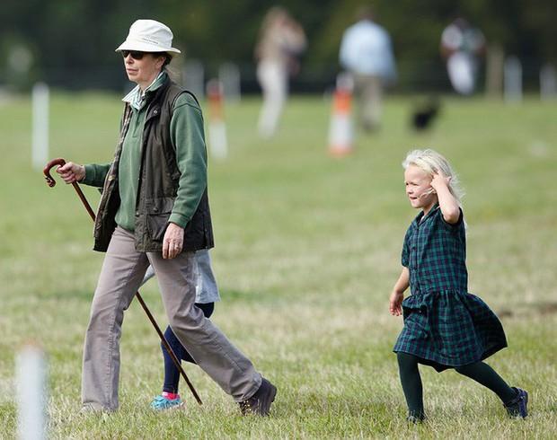 Ngược dòng thời gian để ngắm nhìn vẻ xinh xắn đáng yêu của các tiểu công chúa, tiểu hoàng tử Hoàng gia Anh ở tuổi lên 5 - Ảnh 20.