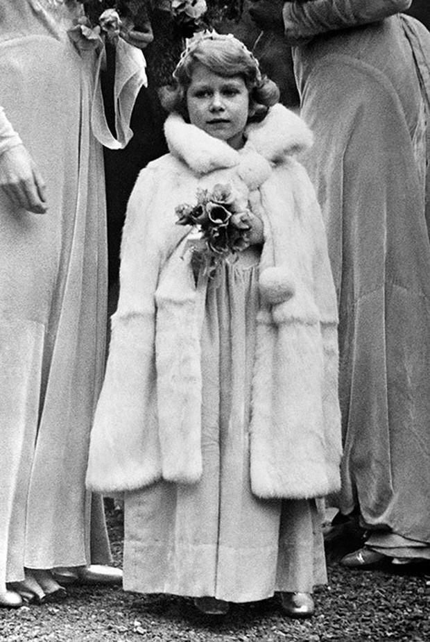 Ngược dòng thời gian để ngắm nhìn vẻ xinh xắn đáng yêu của các tiểu công chúa, tiểu hoàng tử Hoàng gia Anh ở tuổi lên 5 - Ảnh 3.