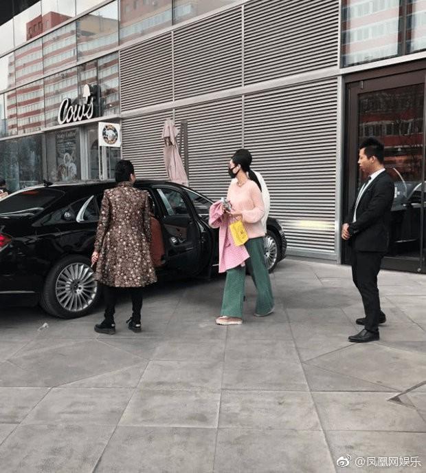 Lộ ảnh Lý Thần đi mua sắm cùng phụ nữ lạ lúc tối muộn, nghi ngờ đã chia tay Phạm Băng Băng - Ảnh 3.