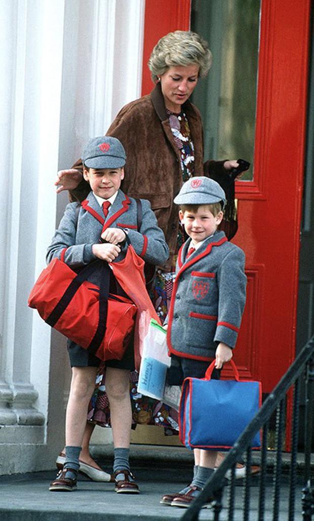 Ngược dòng thời gian để ngắm nhìn vẻ xinh xắn đáng yêu của các tiểu công chúa, tiểu hoàng tử Hoàng gia Anh ở tuổi lên 5 - Ảnh 6.