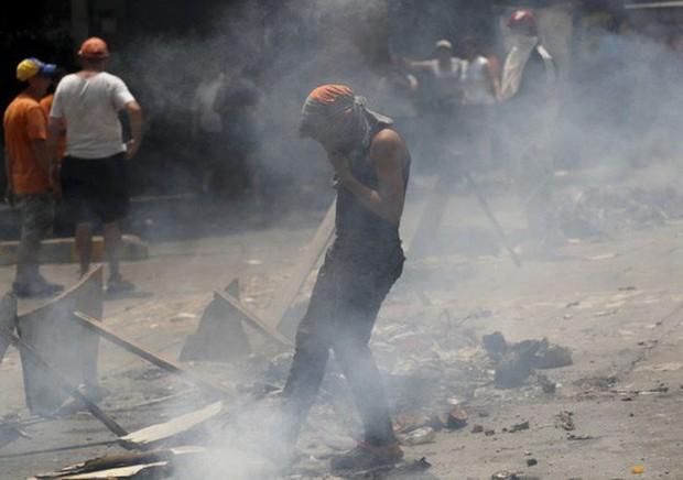 Venezuela: Người dân phóng hỏa gần dinh tổng thống vì mất điện - Ảnh 7.
