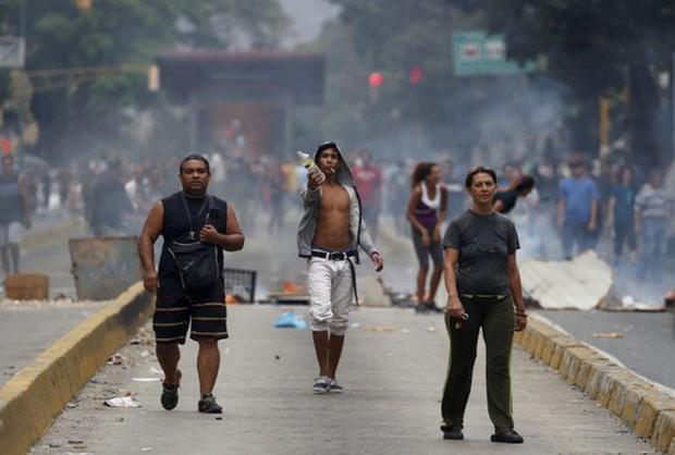 Venezuela: Người dân phóng hỏa gần dinh tổng thống vì mất điện - Ảnh 8.