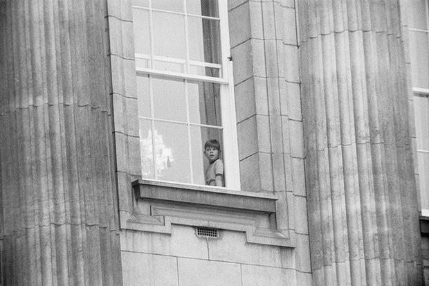 Ngược dòng thời gian để ngắm nhìn vẻ xinh xắn đáng yêu của các tiểu công chúa, tiểu hoàng tử Hoàng gia Anh ở tuổi lên 5 - Ảnh 8.