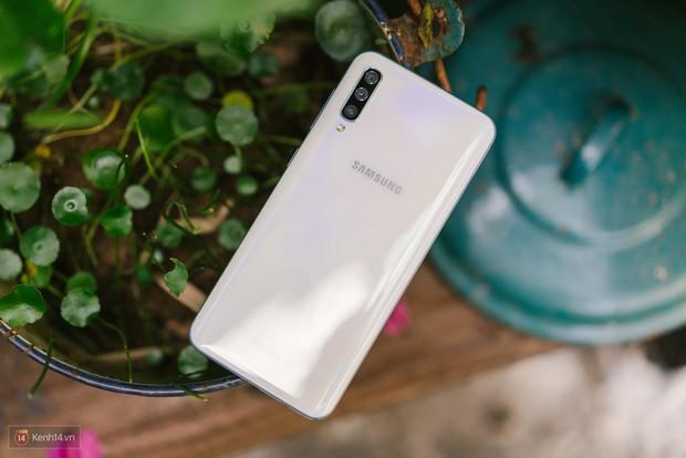 Đánh giá khả năng chụp hình của Samsung Galaxy A50: 3 camera như S10, liệu có chụp được ngang vậy? - Ảnh 1.