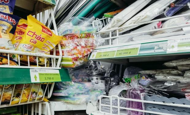 Một siêu thị ở Sài Gòn ngưng kinh doanh ống hút nhựa, thay bằng ống hút giấy và ống hút gạo - Ảnh 1.