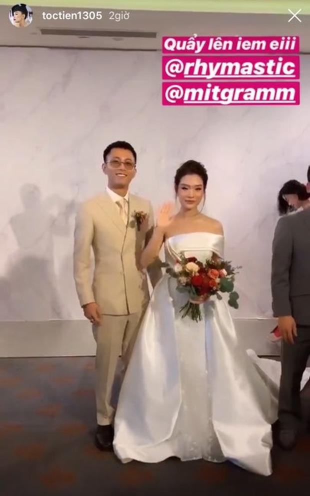 Tóc Tiên cùng người yêu tin đồn Touliver tới mừng đám cưới của Rhymastic và bà xã hotgirl - Ảnh 6.