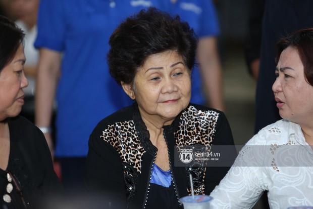 Mẹ nghệ sĩ Anh Vũ đã xuất viện sau một ngày cấp cứu, cùng gia đình cảm ơn từng người tới thăm viếng - Ảnh 1.