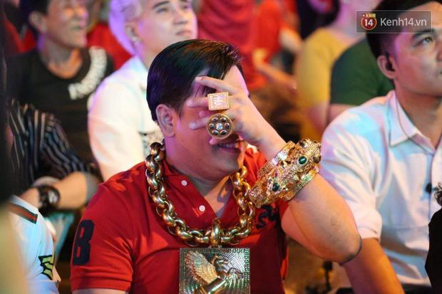 Tại sao đại gia đeo vàng nhiều nhất Việt Nam vừa bị tạm giữ lại lấy biệt danh là Phúc XO? - Ảnh 1.