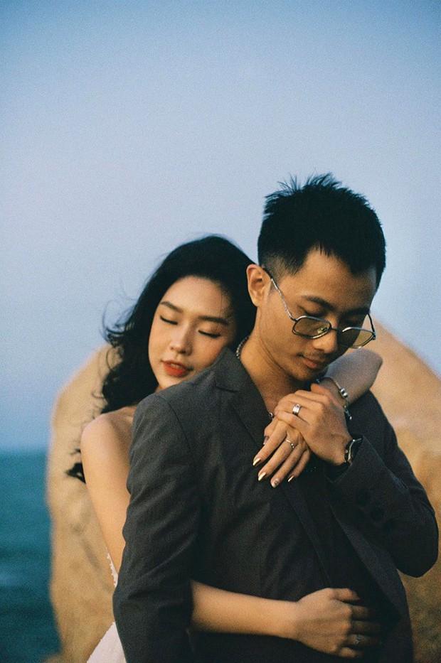 Tóc Tiên cùng người yêu tin đồn Touliver tới mừng đám cưới của Rhymastic và bà xã hotgirl - Ảnh 8.