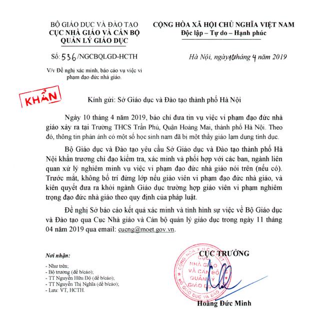Bộ Giáo dục yêu cầu không bố trí lớp với thầy giáo bị tố dâm ô 7 nam sinh ở Hà Nội - Ảnh 1.