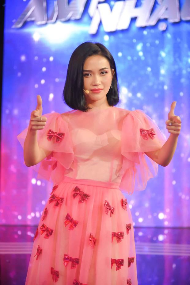 Cặp vợ chồng son Vũ Ngọc Ánh - Anh Tài tình tứ trên gameshow khiến mọi người khó chịu - Ảnh 7.