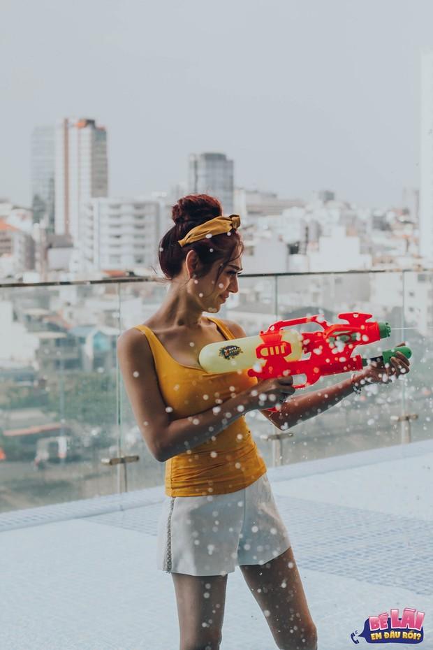 Bé Lài, em đâu rồi: Lâm Khánh Chi khoe vóc dáng gợi cảm cùng chồng dưới bể bơi - Ảnh 7.