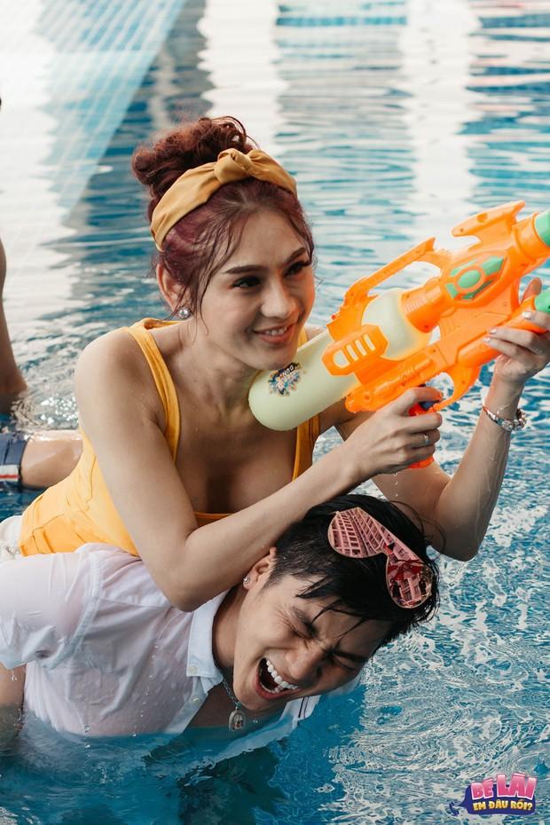 Bé Lài, em đâu rồi: Lâm Khánh Chi khoe vóc dáng gợi cảm cùng chồng dưới bể bơi - Ảnh 6.