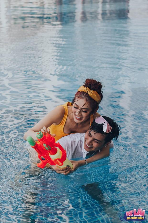 Bé Lài, em đâu rồi: Lâm Khánh Chi khoe vóc dáng gợi cảm cùng chồng dưới bể bơi - Ảnh 5.